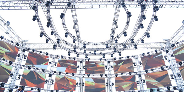 What's the Difference Between LED an LCD Video Walls?